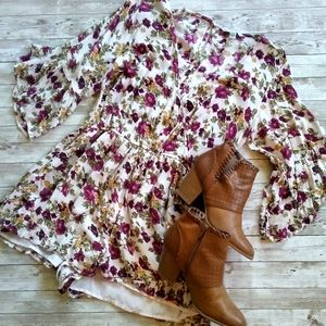 AMERICAN EAGLE OUTFITTERS floral romper shorts M